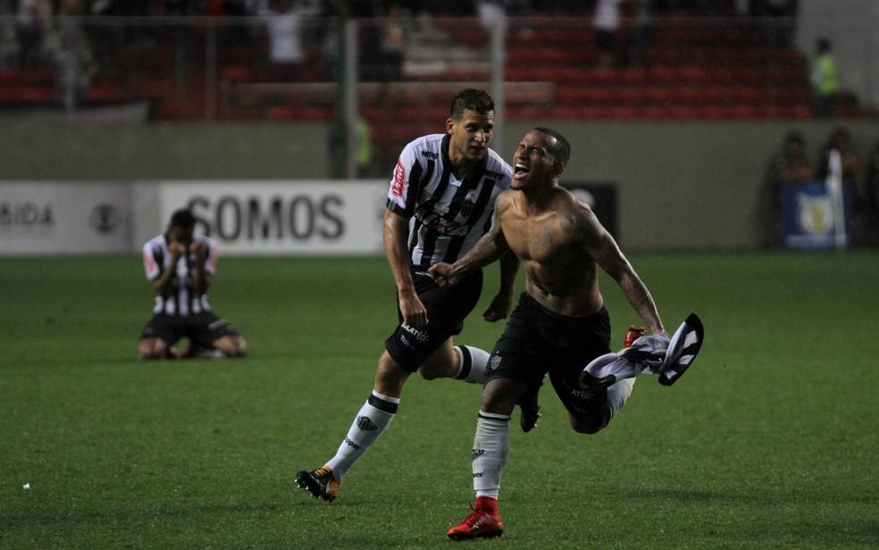 2060dafeea6e0 ... aos Apíos o golaço de falta na vitória por 4 a 3 sobre o Grêmio