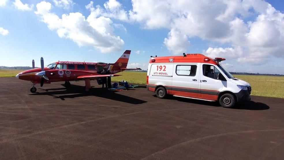 Quinto paciente com Covid-19 de SC é transferido para o Espirito Santo para tratamento  — Foto: Corpo de Bombeiros/Divulgação