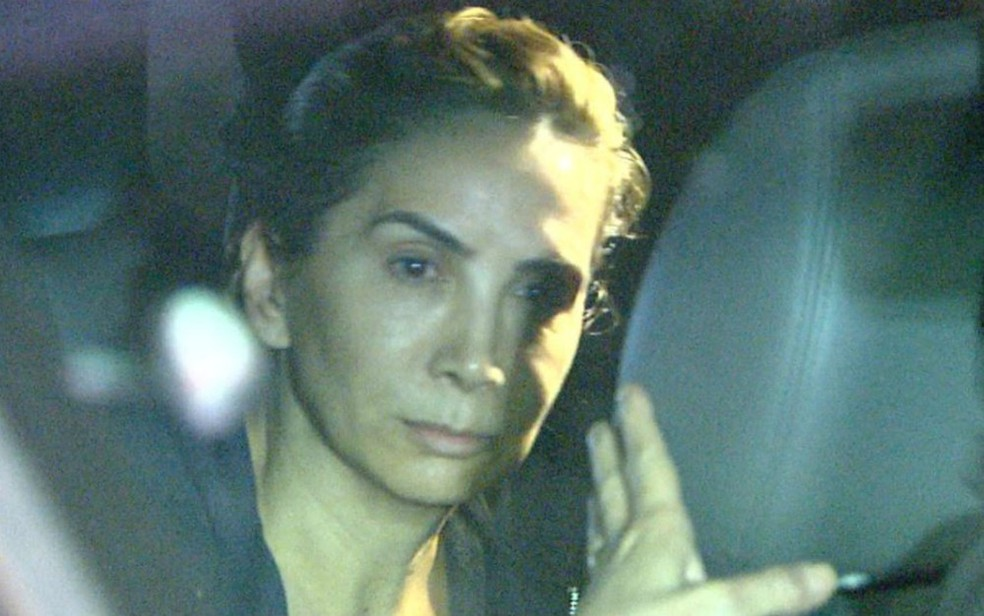 Dárcy Vera (PSD) chegou à sua casa em Ribeirão Preto acompanhada de sua advogada — Foto: Luciano Tolentino/EPTV