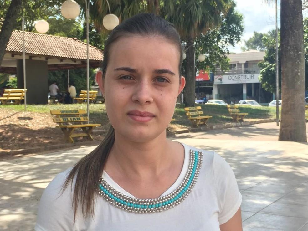 A atendente Cintia da Silva Ferreira, de 23 anos (Foto: Gabriel Tibaldo/G1)