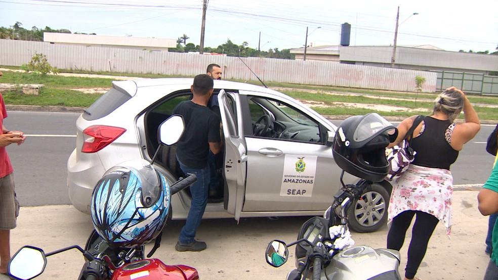 Servidores que não aderiram ao movimento e decidiram ir para unidades prisionais foram hostilizados — Foto: Reprodução/Rede Amazônica