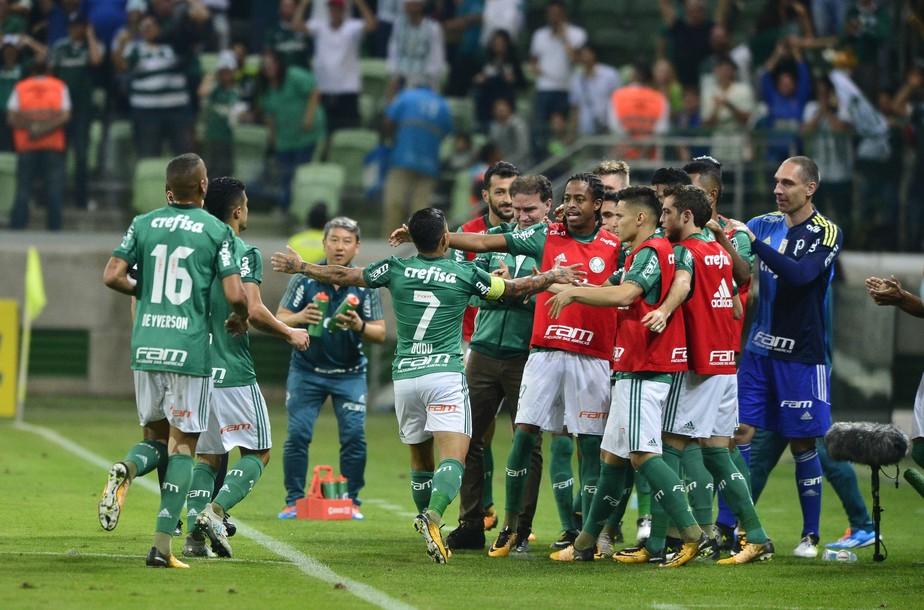 Atuações do Palmeiras: atacantes decidem vitória em casa, e lateral se destaca