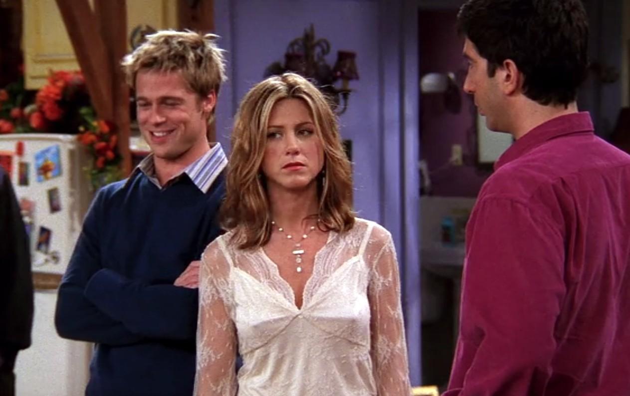 Brad Pitt e Jennifer Aniston em episódio de 'Friends' (Foto: Divulgação)
