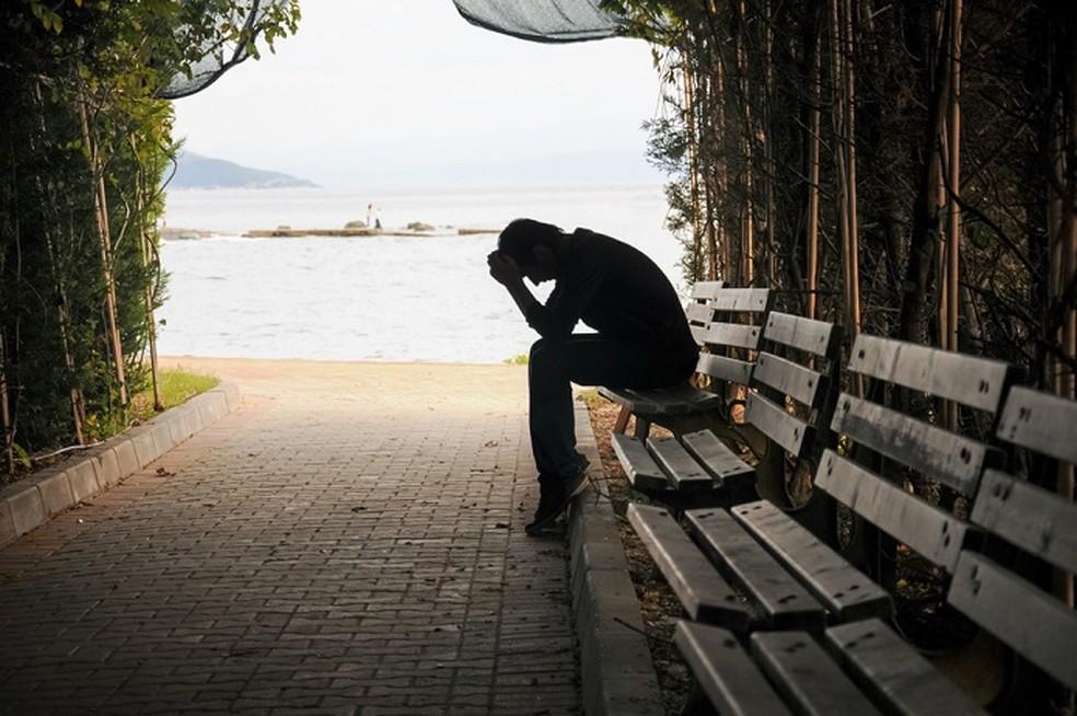 A anedonia tende a vir acompanhada de desânimo, cansaço, apatia e dificuldade de concentração — Foto: Depositphotos