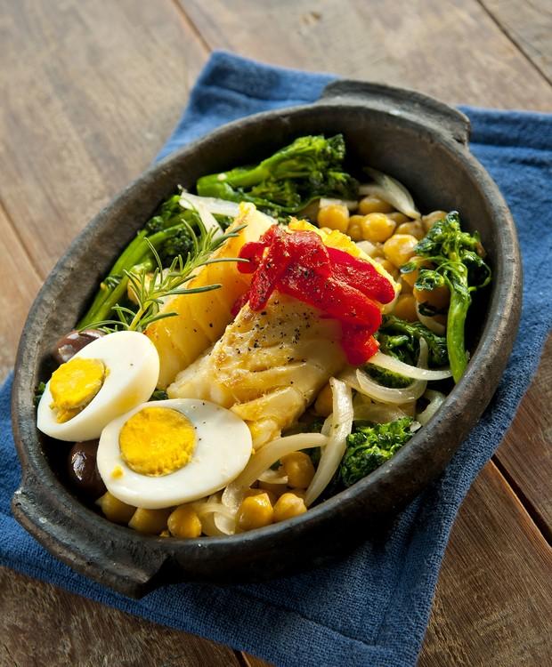 Receita de bacalhau com brócolis e grão de bico, do Taberna 474 (Foto: Divulgação)