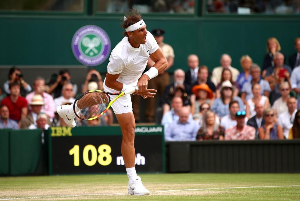 Rafael Nadal contra Roger Federer na semifinal de Wimbledon — Foto: Clive Brunskill/Getty Images