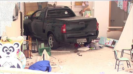 Motorista bêbado invade creche em Chapecó e deixa crianças feridas