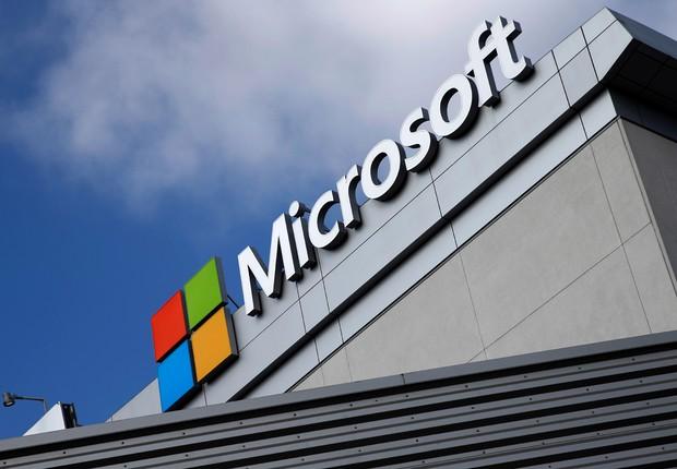 Logo da Microsoft é visto no alto de um prédio em Los Angeles, na Califórnia (Foto: Lucy Nicholson/Reuters)