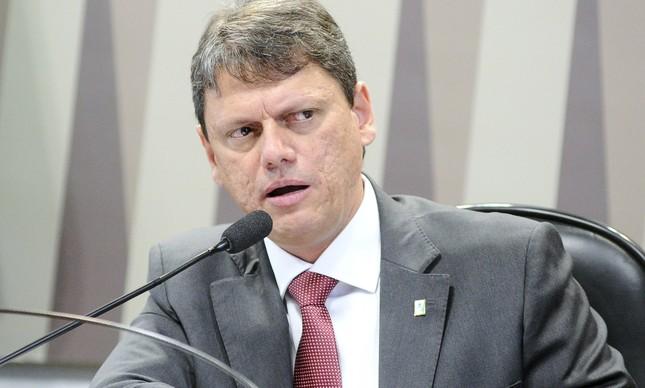 o ministro Tarcísio Gomes de Freitas assinou portaria  autorizando a contratação de empresas privadas para exercer o poder de polícia dos 19 portos brasileiros.