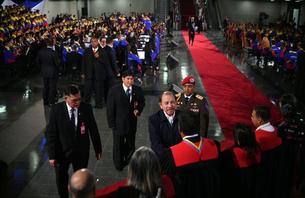 Daniel Ortega, presidente da Nicarágua, chega para a cerimônia de posse de Nicolás Maduro, em Caracas — Foto: Yuri Cortez/ AFP