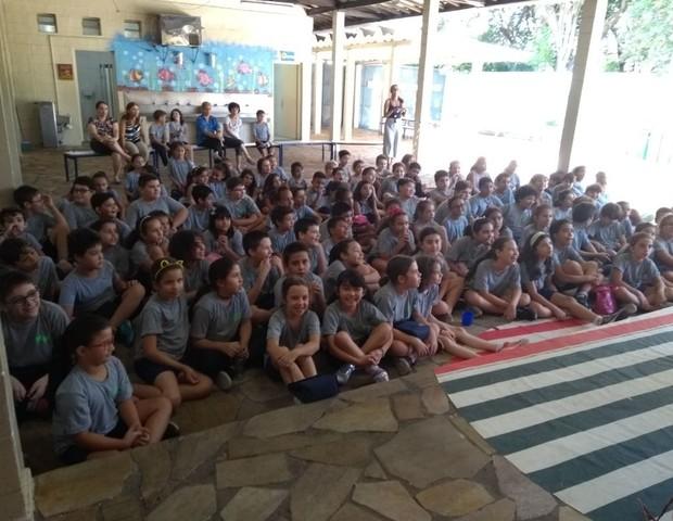 Durante o projeto de socialização, os alunos apresentam seus dons (Foto: E.E. Marechal Mallet)