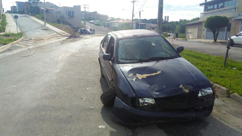 Motorista atropelou casal que estava em motocicleta  (Foto: João Vitor/Jornal Periscópio)