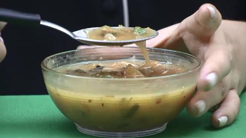 Caldo de macaxeira é opção para jantar leve; aprenda esta receita prática e rápida de ser feita - Notícias - Plantão Diário