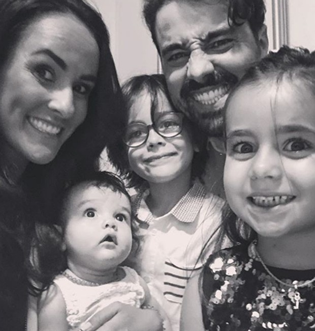 Ricardo Pereira e Francisca Pinto com Vicente, Francisquinha e Julieta (Foto: Reprodução/Instagram)