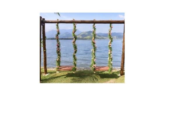 Balanços decorados com flores (Foto: Reprodução)