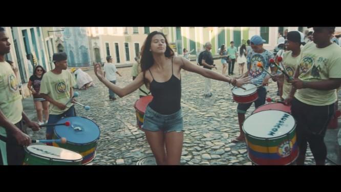 """Cena do clipe de """"Back in Brazil"""", a triste homenagem de Paul McCartney ao país"""