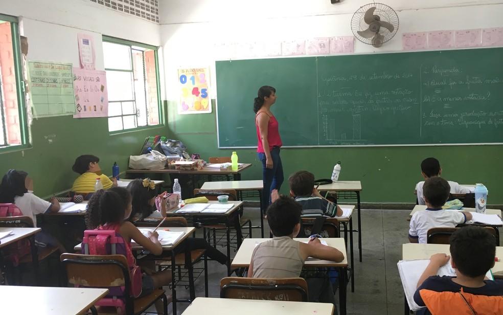 Alunos voltam às aulas na rede municipal de ensino de Goiânia — Foto: Paula Resende/ G1