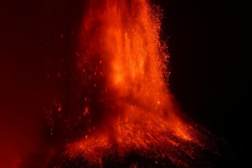 Vulcão Etna tem erupção mais intensa. — Foto: Reuters.