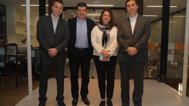 Equipe responsável pelo desenvolvimento do C2D; à esquerda, o diretor Estevão Lazanha (Foto: Divulgação)