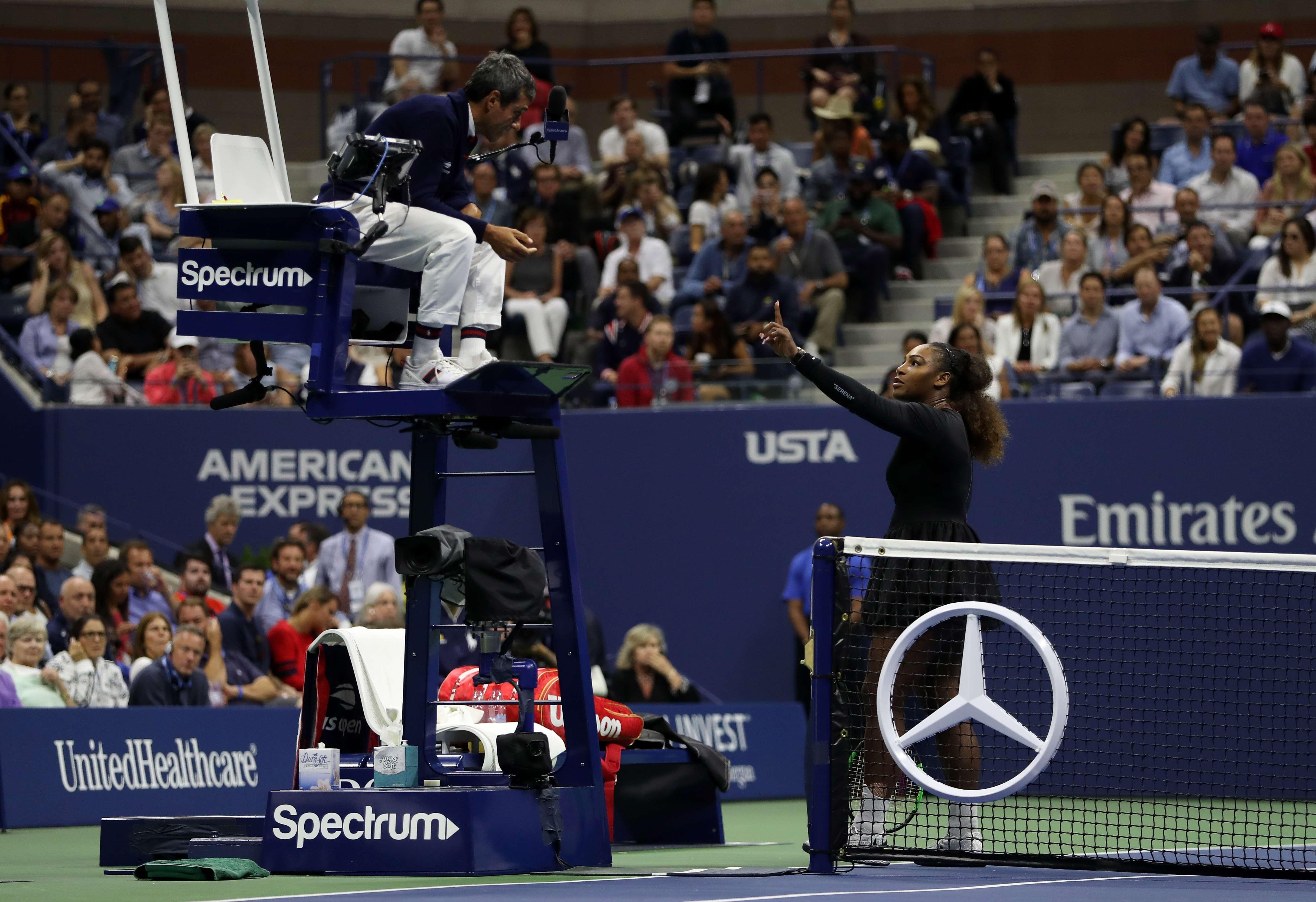 Serena Williams discute com o árbitro Carlos Ramos