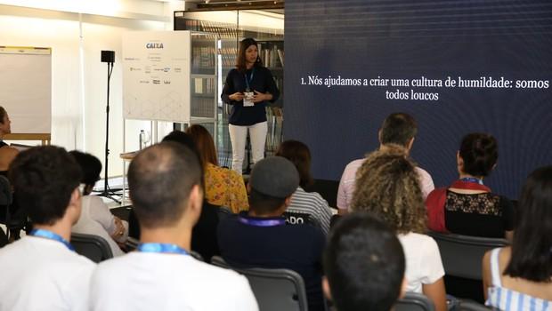 Mônica Barroso, diretora de aprendizagem da The School of Life, durante o FICE (Foto: Alexandre DiPaula)