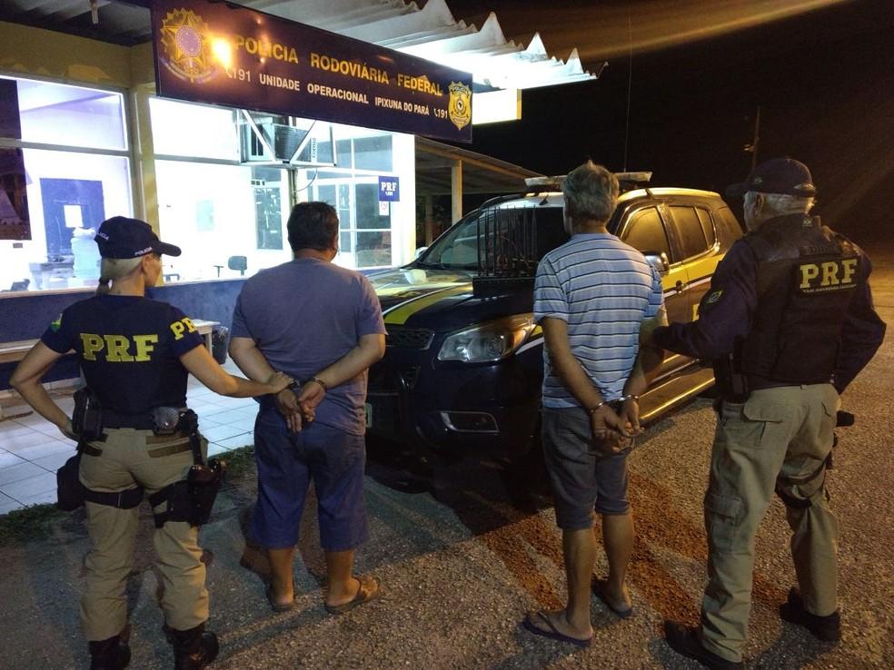 whatsapp image 2017 11 15 at 14.07.58 - PRF apreende veículo roubado com bloqueador de GPS na BR-010, em Ipixuna do Pará