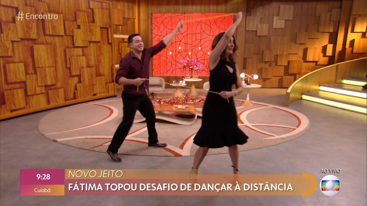 Fátima topa desafio de dançar a dois mantendo o distanciamento