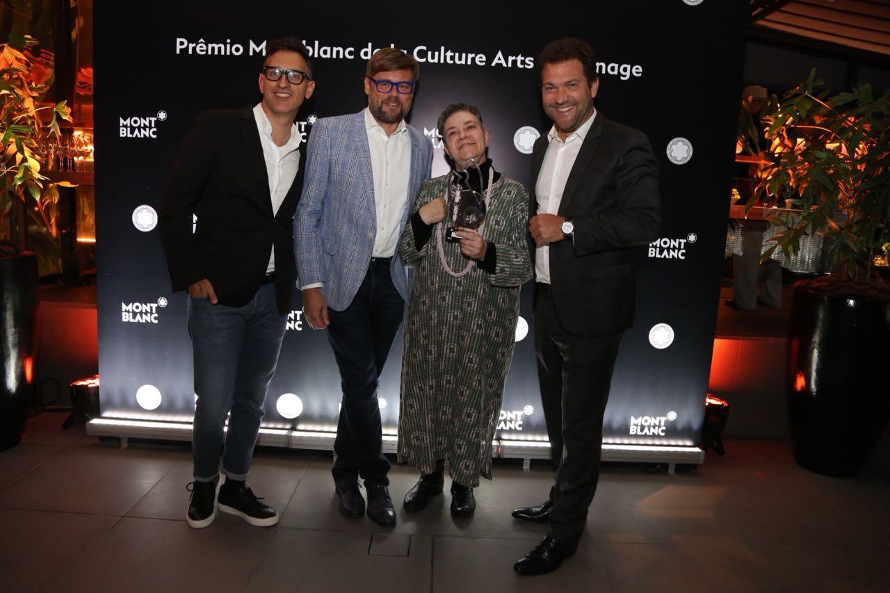 Sam Bardaouil, Till Fellrath (curadores da Fundação Cultural Montblanc), Monica Nador e Michel Cheval, diretor da Montblanc Brasil (Foto: Marina Malheiros)