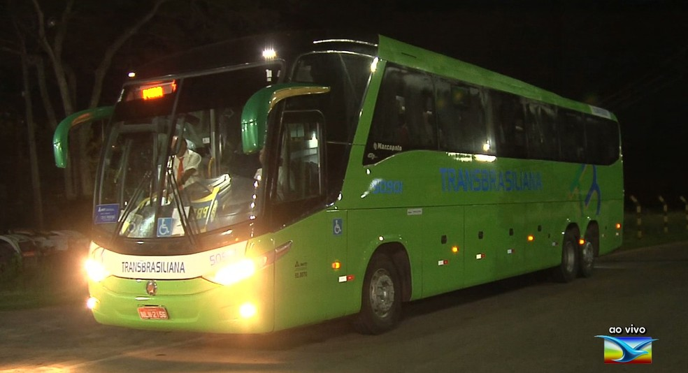 Ônibus interestadual é assaltado na BR-222  — Foto: Reprodução/TV Mirante