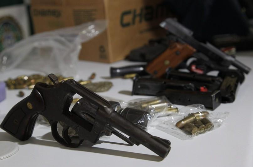 Revólver apreendido com suspeito de assassinato em novembro de 2014, no Rio