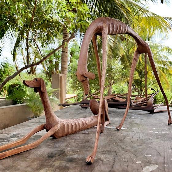 As Baleias, do pernambucano Marcos Paulo, são inspiradas na cadela criada por Graciliano Ramos em Vidas secas (Foto: RENAN QUEVEDO)