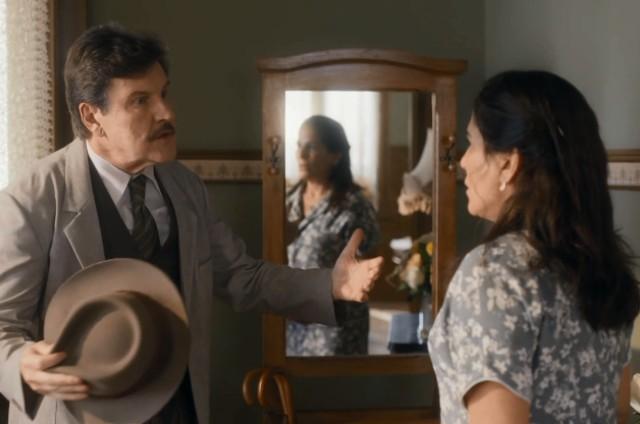 Antonio Calloni e Gloria Pires em 'Éramos seis' (Foto: Reprodução)
