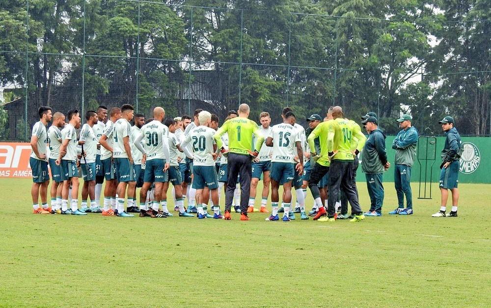Palmeiras realiza atividade fechada na Academia no domingo de manhã