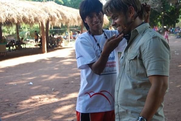 Ademir Zanyor durante missão numa tribo indígena (Foto: Reprodução)