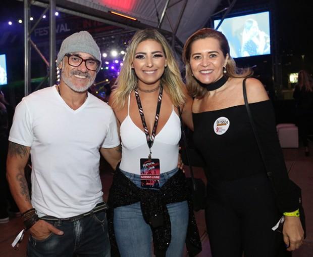 Andrea Mecenas entre o ex-BBB Ayrton e a mulher dele (Foto: Reginaldo Teixeira/CS eventos divulgação)