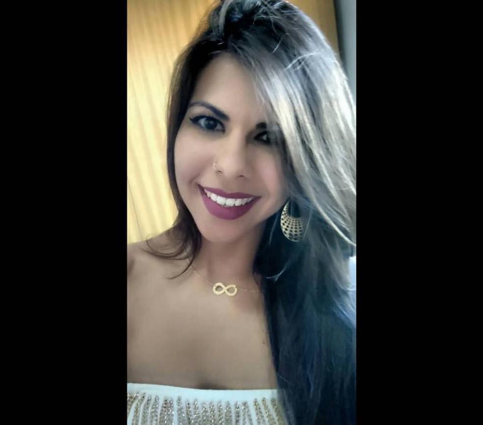 Carla Januário diz que resolveu tornar seu drama público para servir de alerta a outras mulheres (Foto: Arquivo pessoal)