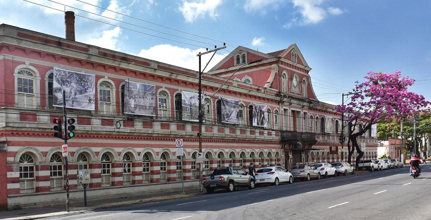 Prefeitura recorre de decisão que  determina que exposição seja retirada da fachada do CCBM em Juiz de Fora