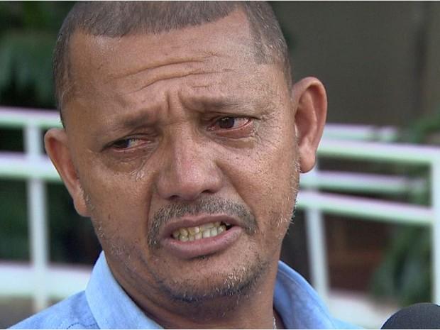 Pai de jovem queimado espera que assaltantes se arrependam do que fizeram em Barretos (Foto: Ronaldo Oliveira/EPTV)
