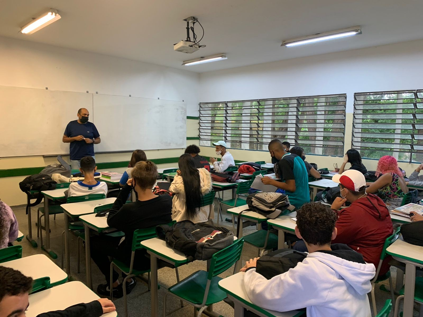Escolas estaduais voltam a receber 100% dos alunos em Campinas