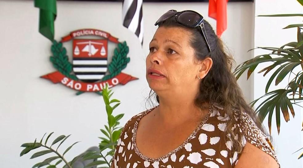 A síndica Lucimara Adriano diz que se revoltou com a cena e decidiu denunciar o caso à pollícia (Foto: Reprodução / TV TEM)