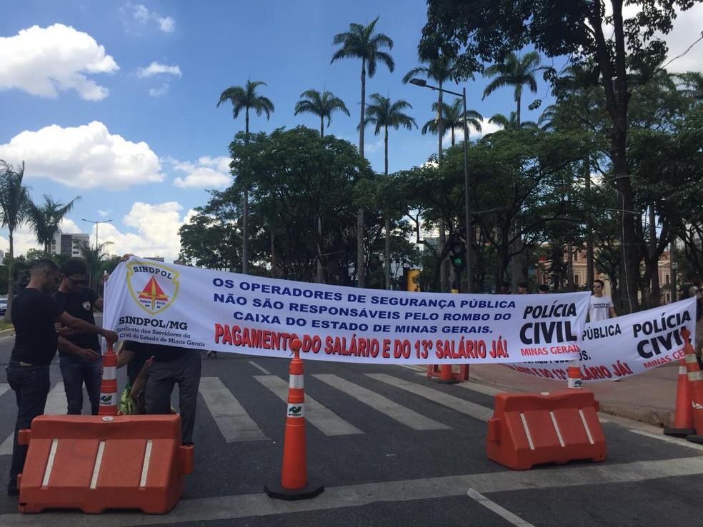 7ab8c1a0c9577 ... Policiais civis reivindicam pagamento do 13º salário em Minas Gerais —  Foto  Antonio Salaverry