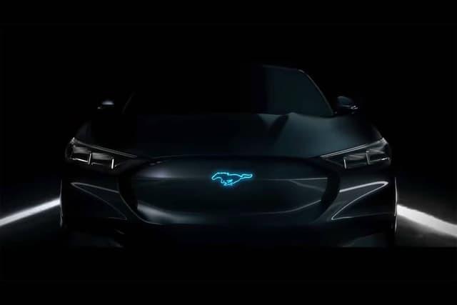 Ford Mach-e faz alusão ao modelo antigo do Mustang (Foto: Divulgação Ford)