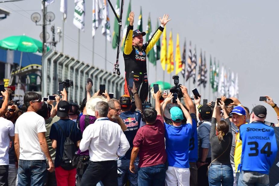 Com tática perfeita, Barrichello voa no fim e é campeão da Corrida do Milhão