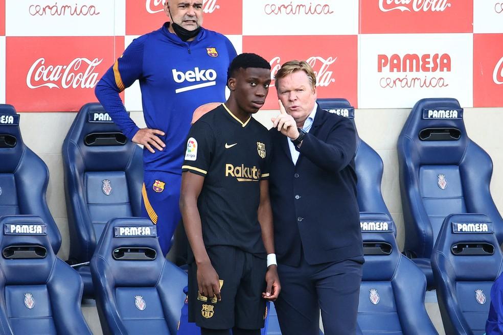 Ronald Koeman deu as primeiras oportunidades a Ilaix Moriba no time principal do Barcelona — Foto: AFP