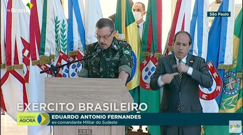 O ex-comandante militar do sudeste, Eduardo Antônio Fernandes, durante troca de comando nesta quinta-feira (15) — Foto: Reprodução