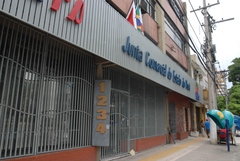 Jucepa suspende serviços após queda de parte do forro na área de atendimento na sede em Belém - Notícias - Plantão Diário