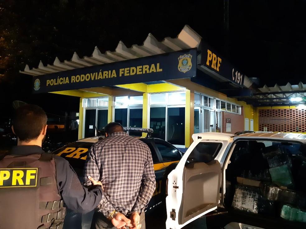 Polícia apreende mais de meia tonelada de maconha em carro, em Laranjeiras do Sul — Foto: Divulgação/PRF