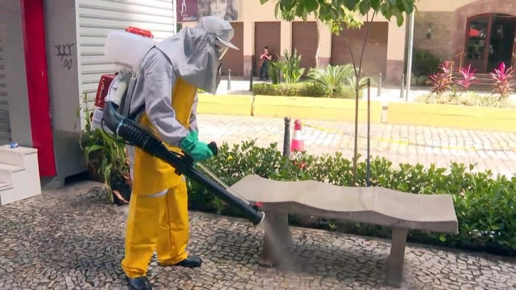 Desinfecção em ruas de Niterói — Foto: Reprodução/TV Globo