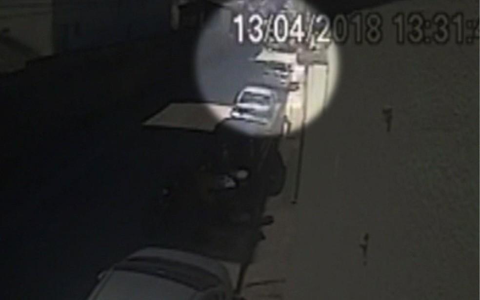 Vídeo de câmera de segurança mostra acidente (Foto: Reprodução/TV Globo)