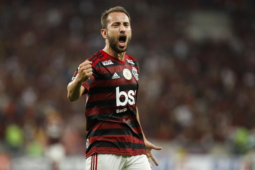 Everton Ribeiro tem seis títulos de expressão desde 2013 no Brasil, quatro deles no Flamengo — Foto: Getty Images